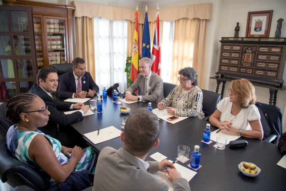 Simon Manley, de visita en Tenerife durante estos días, mantuvo una jornada de trabajo con los alcaldes de Adeje y Arona